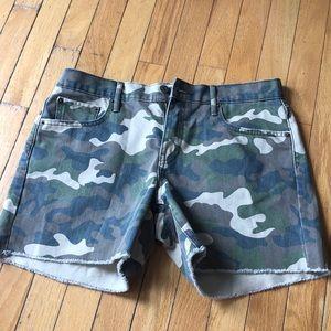 Gap camo shorts NWOT